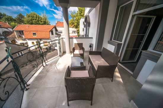 Terrace (146587097)