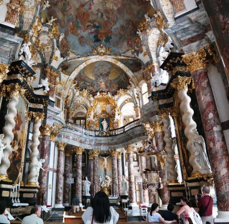 Hofkirche: Храм внутри Резиденц