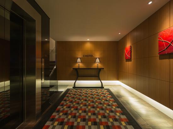 E Hotel Higashi Shinjuku: Entrance