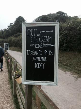 Monkton, UK: Ice cream sign