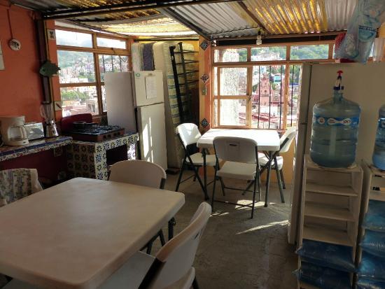 Hostal Casa Bertha: A cozinha com vistas.