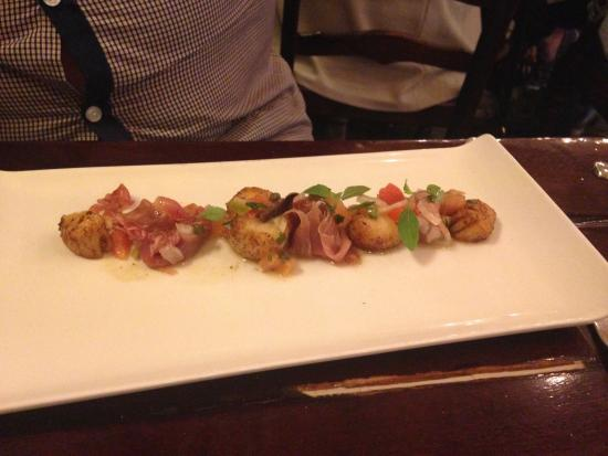 The Royal Toby Hotel: Yummy scallops in Italian restaurant