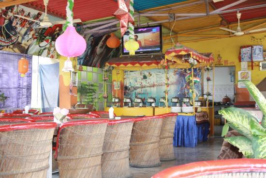 Om Shiva Buffet : La grande salle à manger (Om Shiva)