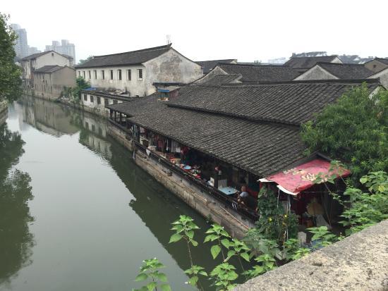 Bazi Bridge: 八字橋の近所