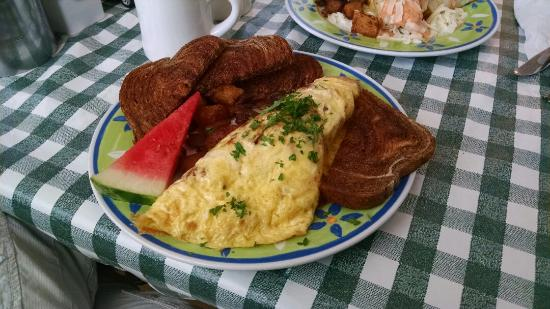 Lizzie's Cafe & Bistro 142nd St.: Enjoyable experience