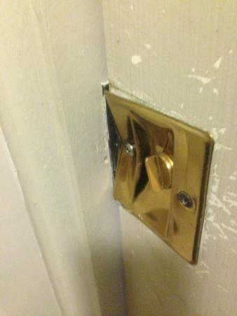 Sleep Inn at Bush River Road: bathroom lock broken