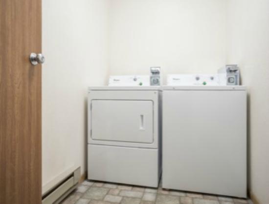 Super 8 Park Rapids: Guest Laundry