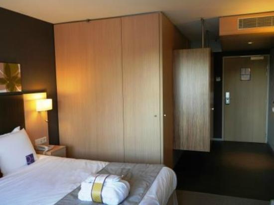 Mercure Valenciennes: Salle de bain fermée