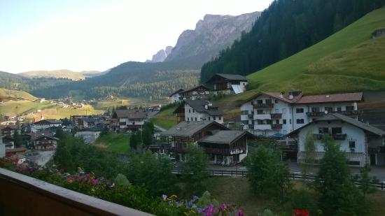 Garni Schenk: vista di Selva dal balcone del bagno