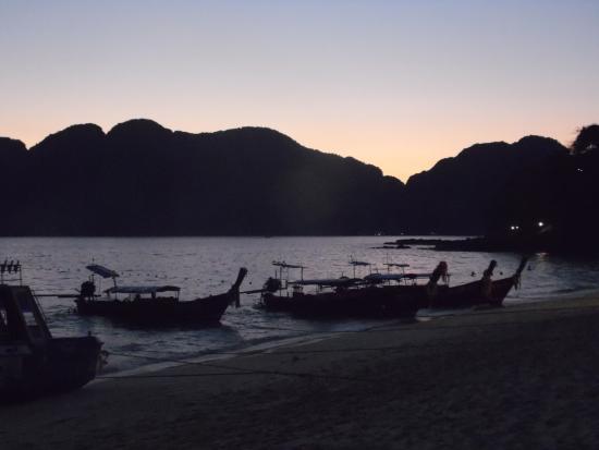 Phi Phi Paradise Pearl Resort: vista alla sera