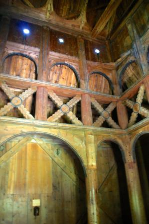 Borgund Stave Church: interieur staafkerk Borgund
