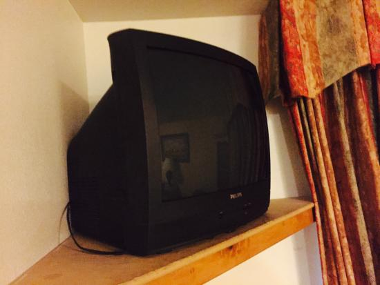 Baymont Inn & Suites Essex Burlington Area: 15 year old TV