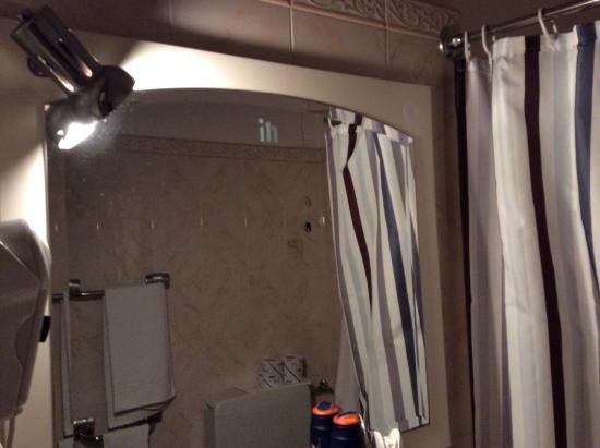 Hotel International: illuminazione bagno,solo il furetto