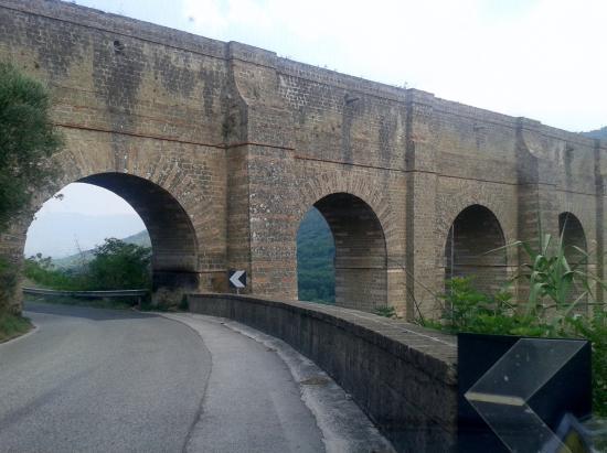 Ponti della Valle - Acquedotto Carolino: Acquedotto