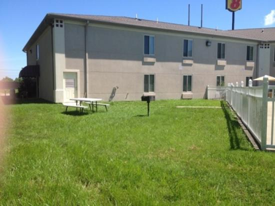 Calvert City, KY: Grills & Picnic areas