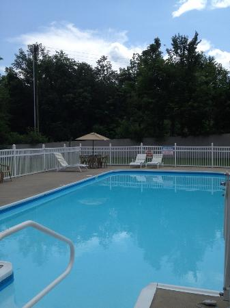 Calvert City, KY: Pool open May to Sept