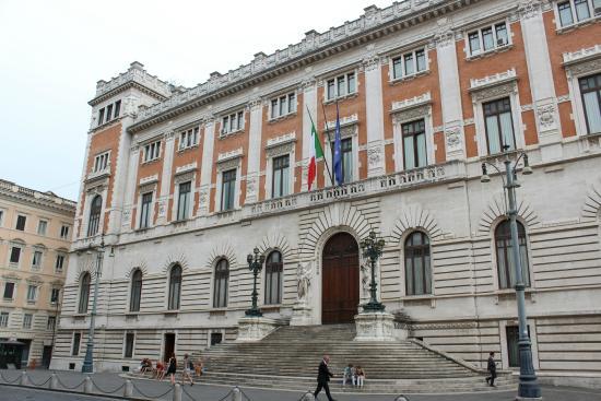 Palazzo di montecitorio front picture of palazzo di for Camera dei deputati palazzo montecitorio
