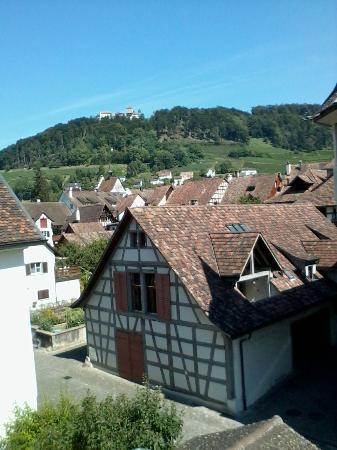 Hotel-Restaurant Zur Rheingerbe: schöne Aussicht Hofzimmer zur Burg Hohenklingen