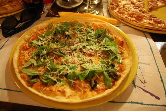 Pizzeria La Roda Groga: Fresh pizza!