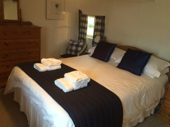Colyton Holiday Cottages - White Cottage: Room 4 (view 2)