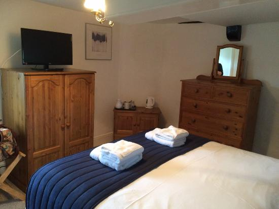Colyton Holiday Cottages - White Cottage: Room 4 (view 1)