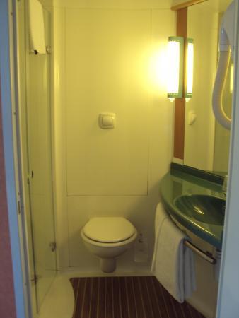 Ibis Troyes Centre: badkamer 202
