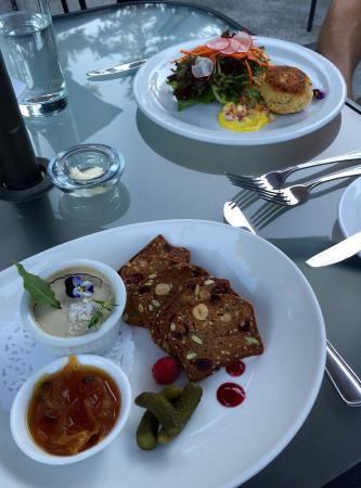 Bistro at Westwood Lake: Chicken liver mousse and crab cake starters