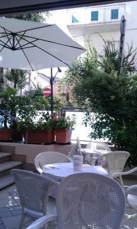 Hotel Baltic: giardino per la colazione