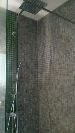 b11 Hotel: Hotel B11 Shower