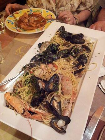 super spaghetti allo scoglio x 2 persone - Foto di L\'acquacheta ...