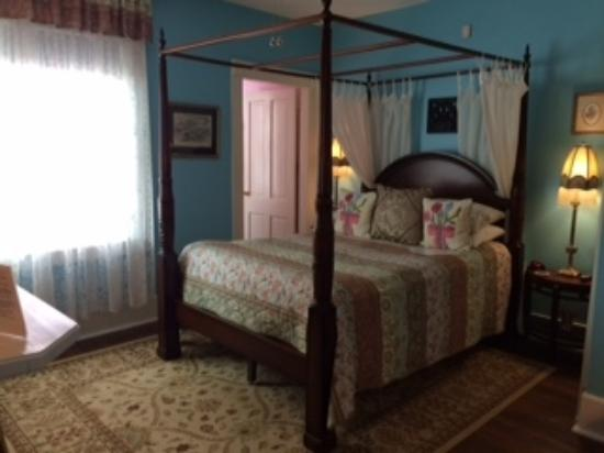 Park Avenue Manor: The Colony Room
