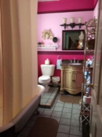 Park Avenue Manor: Bathroom of The Colony Room