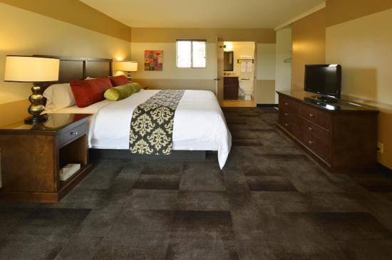 Carlton Oaks : The bed room portion of our king bed suite.