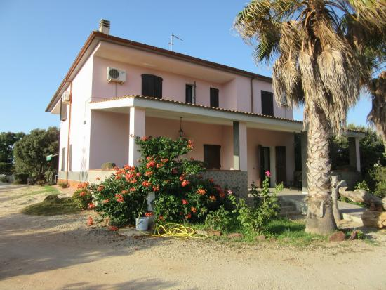 retro della casa con terrazza comune - Foto di Agriturismo-B&B ...