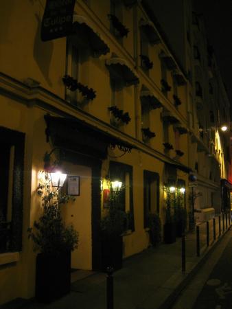 Hotel de la Tulipe Tour Eiffel: вход