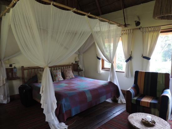 Bwindi Lodge: bedroom