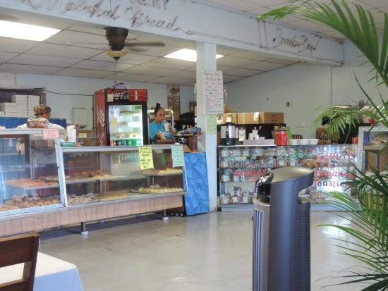 Kanemitsu Bakery: good place for breakfast