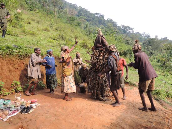 Bwindi Lodge: feel for the Batwa and their lives now ...