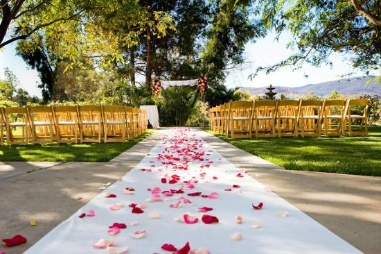 Carlton Oaks : Walk down the aisle in a quiet, scenic area of Santee, California.