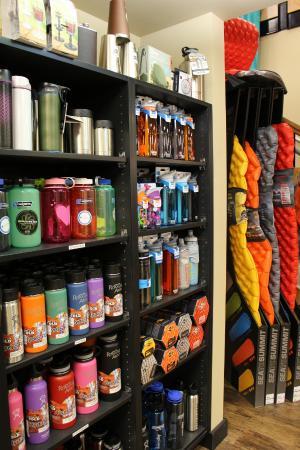 Roam'n Around: Wide selection of waterbottles & sleeping mats