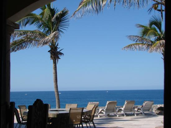 Todos Santos, México: Chaise lounges overlooking the Pacific and our beach