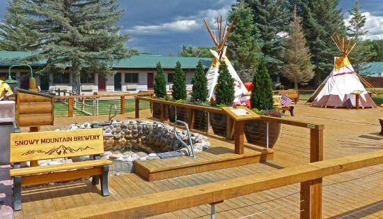 Saratoga Hot Springs Resort: New decking around the teepee mineral hot springs pools!