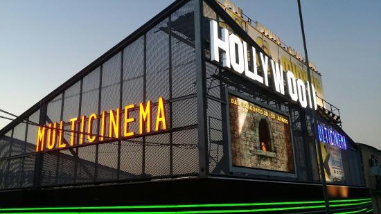 Multicinema Hollywood : -