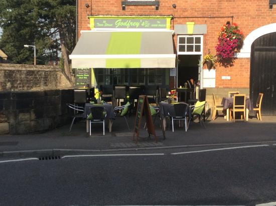 Godfrey's Cafe Bistro in Duffield: Summer outside