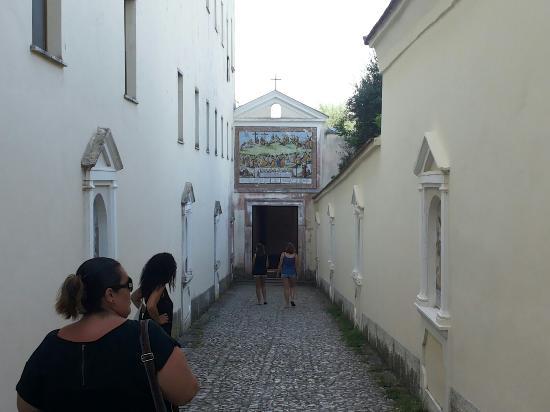 Santuario della Santissima Trinità - Della Montagna Spaccata: Montagna Spaccata