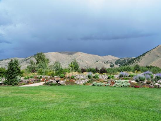 Beau Sawtooth Botanical Garden: Hills Majestically Frame The Gardens