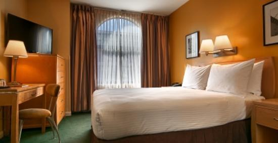 Hotel Bijou Queen Size Bed