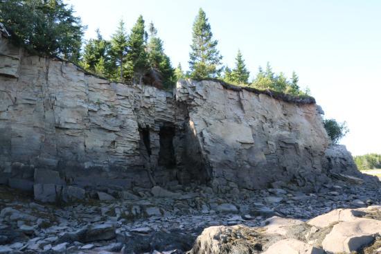New Horton, Kanada: Caves short hike from cottage.