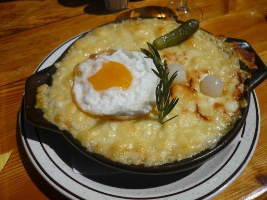 La Marmotte : La croûte au fromage jambon, ail et œuf.