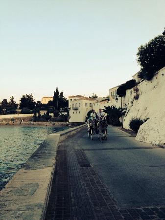 Patralis Psarotaverna: Spetses old port